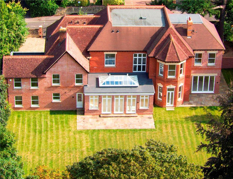 Albury road guildford surrey gu1 7 bed detached house for Former hotel for sale