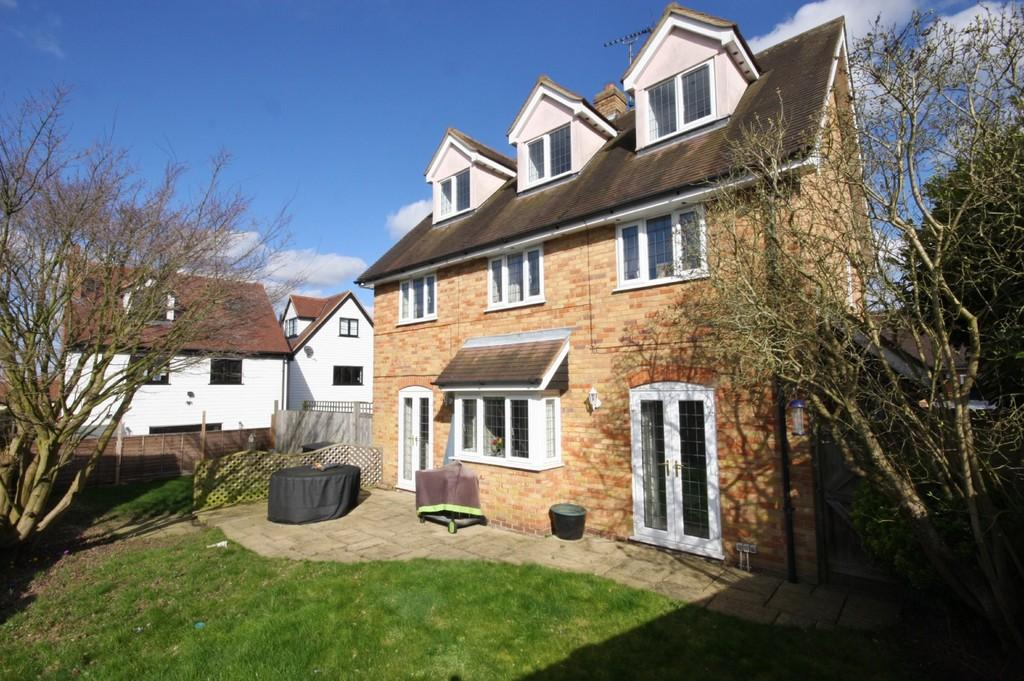 5 Bedrooms Detached House for sale in Bakery Close, Roydon