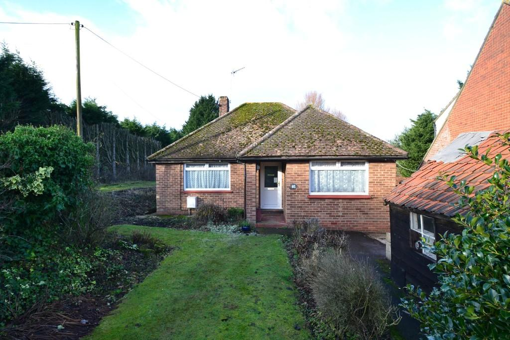 3 Bedrooms Detached Bungalow for sale in London Road, Braintree