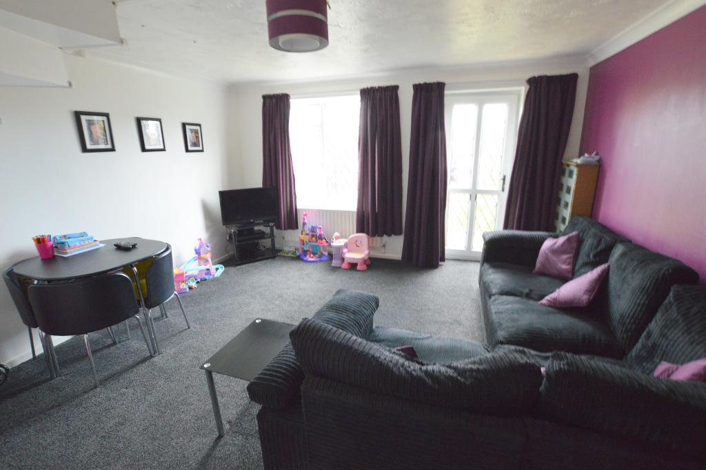 3 Bedrooms Terraced House for sale in Berrow Close, Wigmore, Luton, LU2 8TH