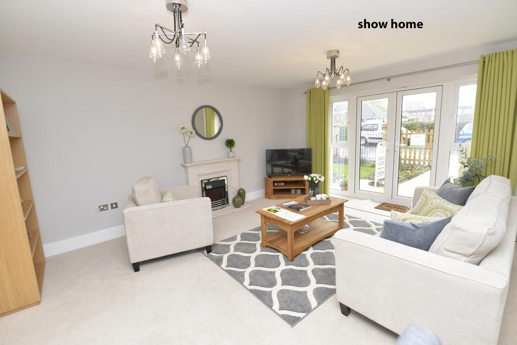 3 Bedrooms Ground Flat for sale in Whitefield Road, New Milton
