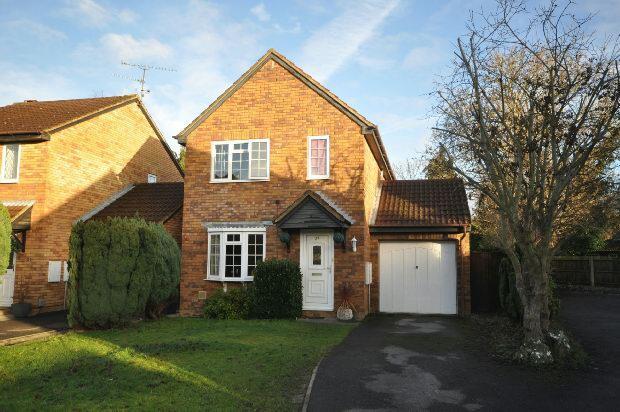 3 Bedrooms Detached House for sale in Laburnum Road, Winnersh, Wokingham,