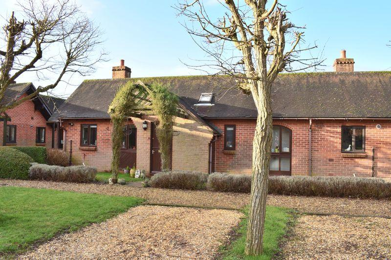 2 Bedrooms Bungalow for sale in Shapton Close, Southampton
