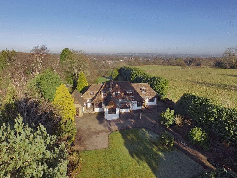 5 Bedrooms Detached House for sale in Tylers Green, Haywards Heath