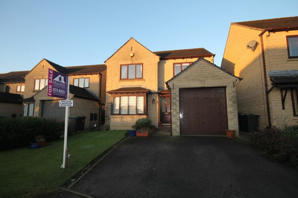 4 Bedrooms Detached House for sale in Moorland Avenue, Baildon