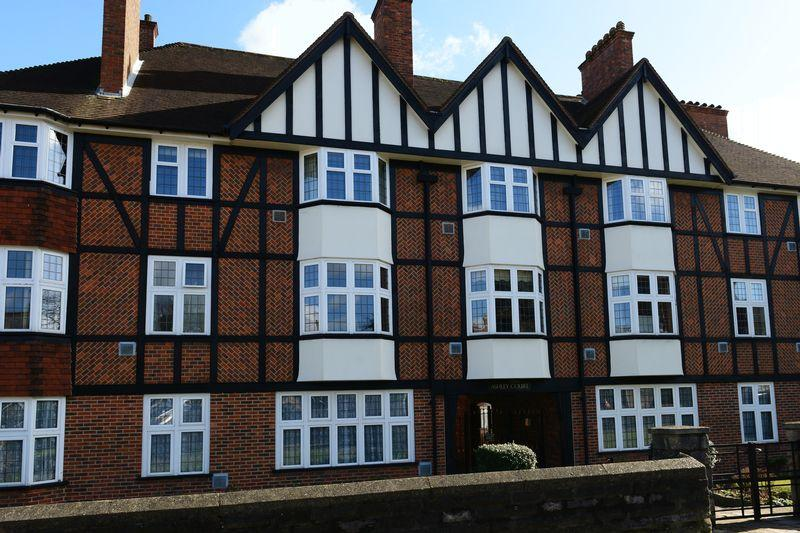 2 Bedrooms Apartment Flat for sale in Ashley Road, Epsom