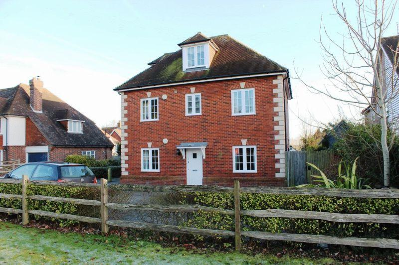 2 Bedrooms Apartment Flat for sale in Webbs Orchard, Matfield