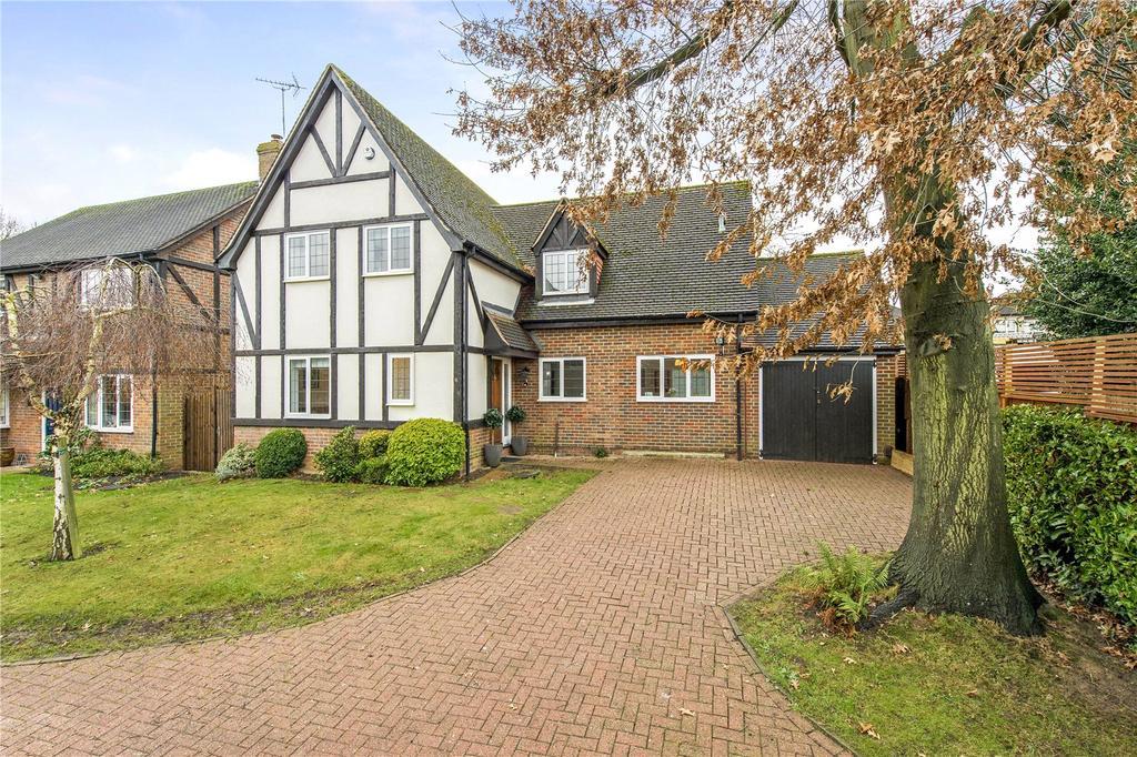 4 Bedrooms Detached House for sale in Deerings Drive, Pinner, Middlesex, HA5