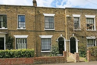2 Bedrooms House for sale in WANDLE BANK, COLLIERS WOOD