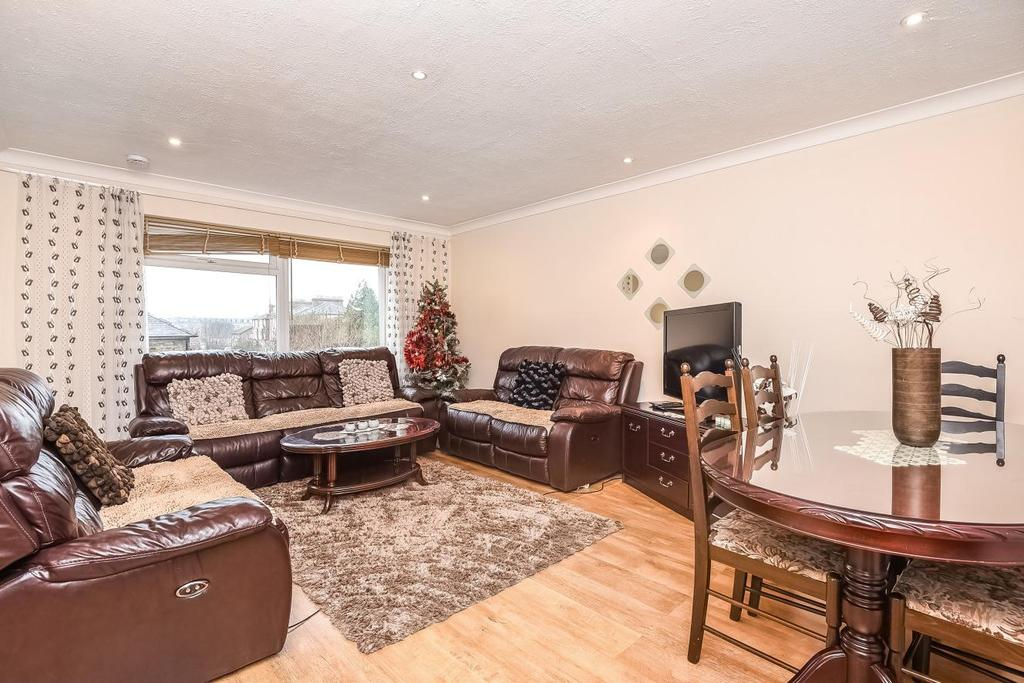 2 Bedrooms Flat for sale in High Road, London