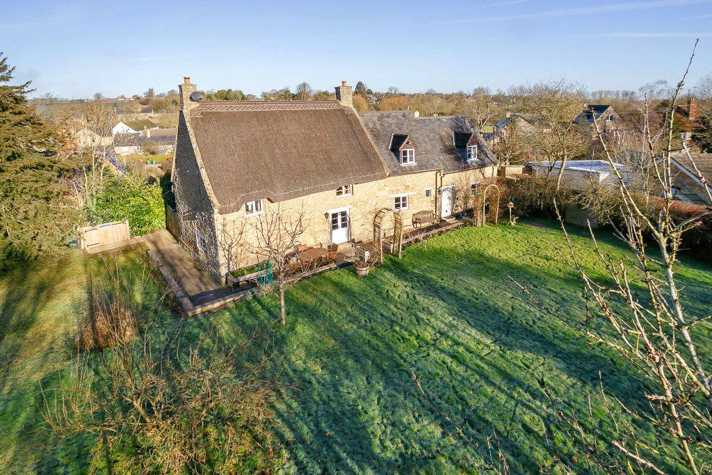 4 Bedrooms Detached House for sale in Helmdon, Brackley, Northamptonshire