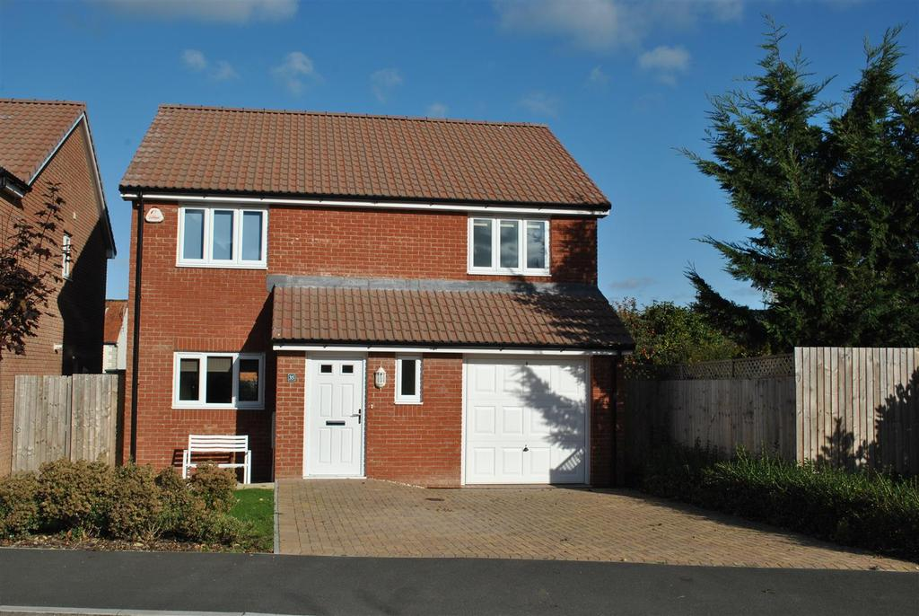 4 Bedrooms Detached House for sale in Harp Chase, Taunton