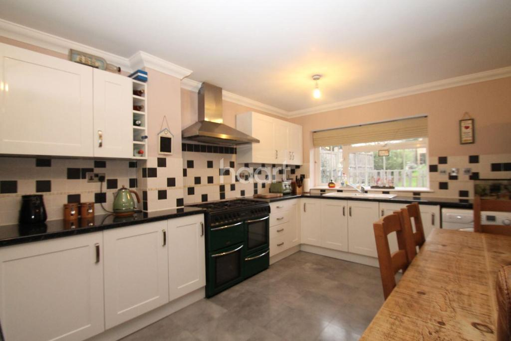 3 Bedrooms Detached House for sale in Queenborough Road, Minster