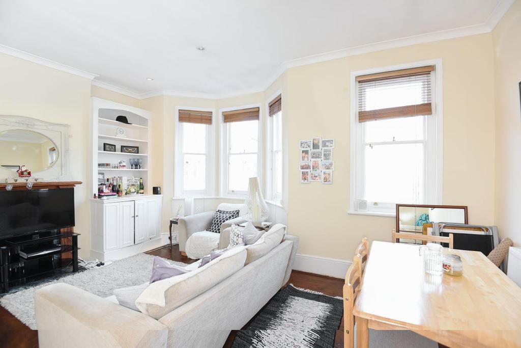 3 Bedrooms Flat for sale in Sedlescombe Road, Fulham, SW6
