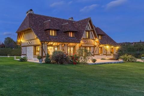 4 bedroom detached house  - House In The Village, Beuvron-En-Auge, Normandy