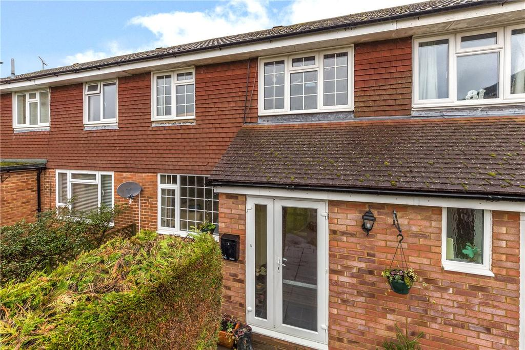 3 Bedrooms Terraced House for sale in Vicarage Gardens, Flamstead, St. Albans, Hertfordshire