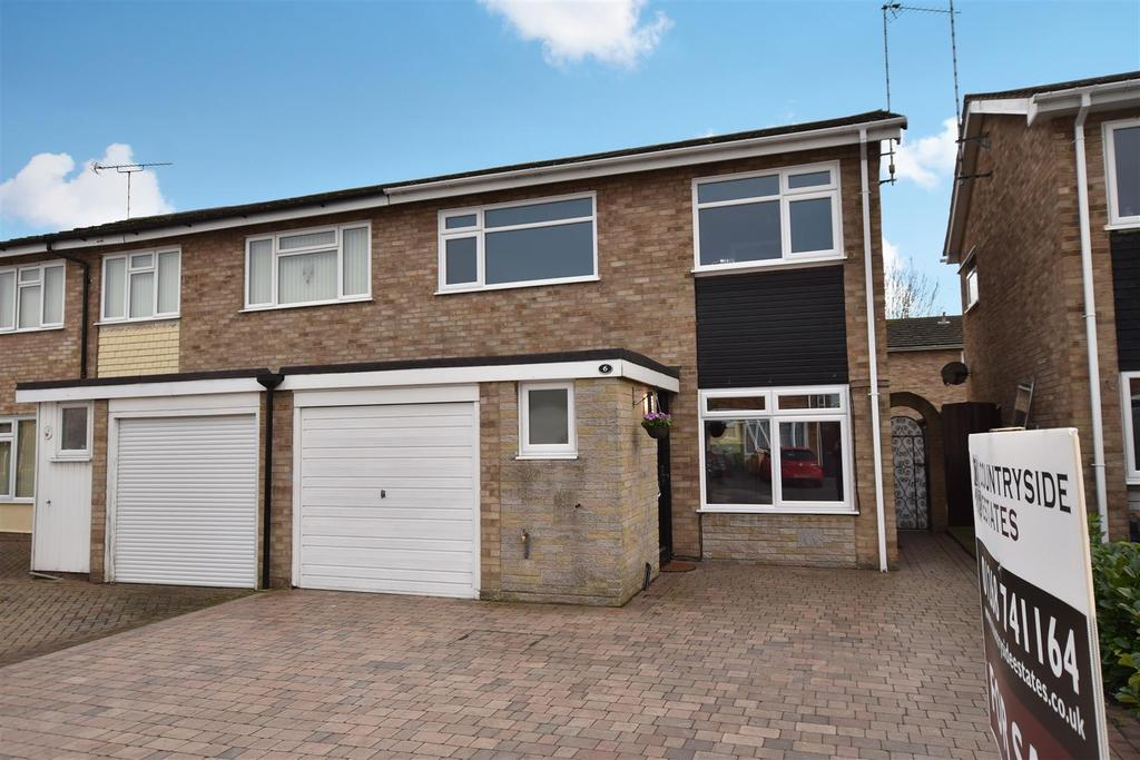 3 Bedrooms Semi Detached House for sale in Cornwall Gardens, Rochford