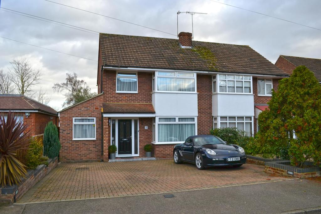 4 Bedrooms Semi Detached House for sale in Sawley Crescent, Broxbourne EN10