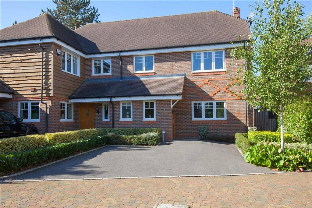 4 Bedrooms Semi Detached House for sale in Peacock Close, Beaconsfield, HP9