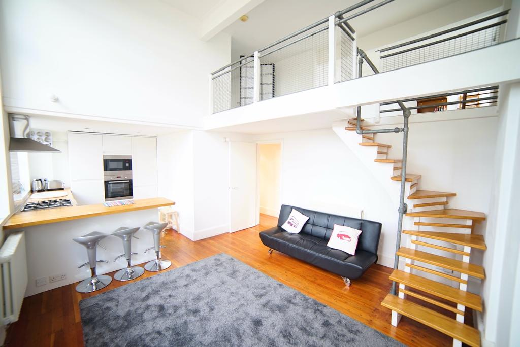 2 Bedrooms Flat for sale in The School House, Pages Walk, SE1