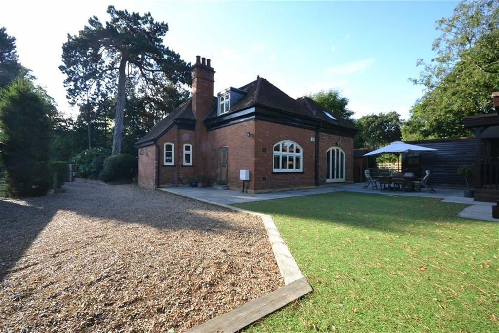 3 Bedrooms Detached House for sale in Theobalds Park Road, Enfield, Middlesex