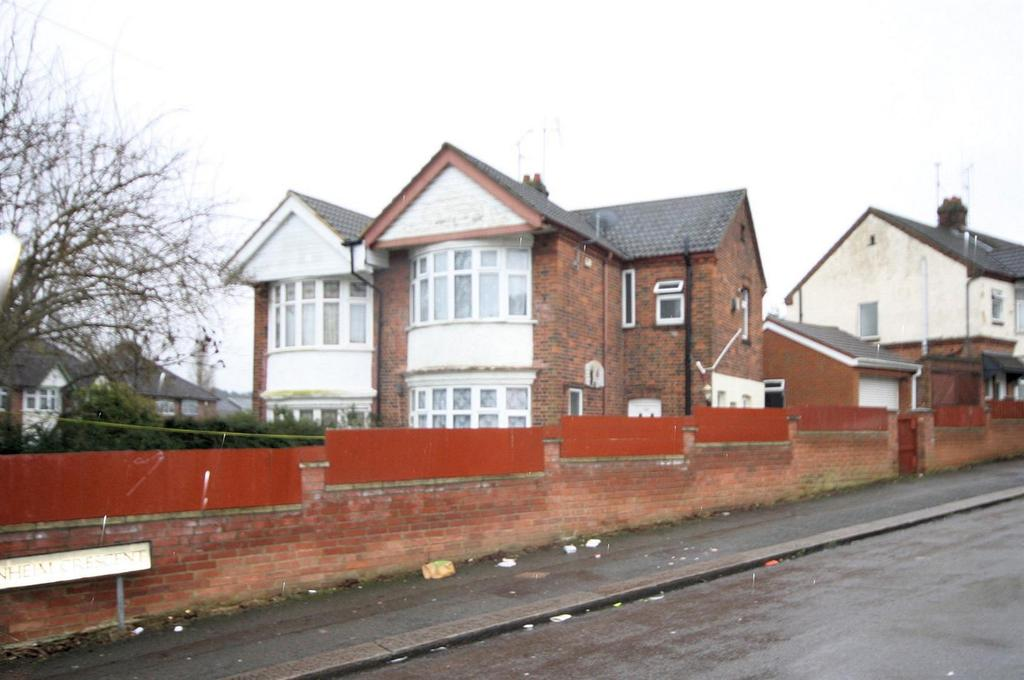 3 Bedrooms Semi Detached House for sale in Blenheim Crescent, Luton