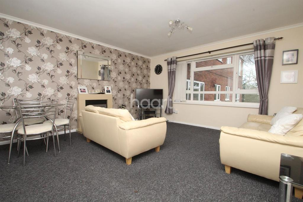 2 Bedrooms Flat for sale in Clent Way, Bartley Green