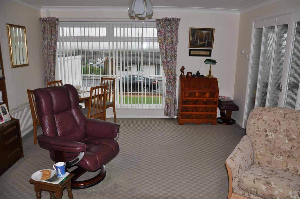 3 Bedrooms Detached Bungalow for sale in Shortacombe Drive