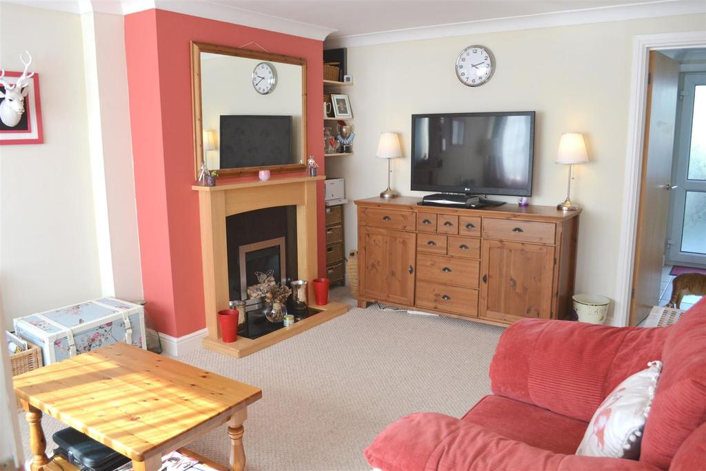2 Bedrooms Terraced House for sale in Bickington