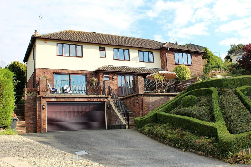 5 Bedrooms Detached House for sale in Sanctuary Close