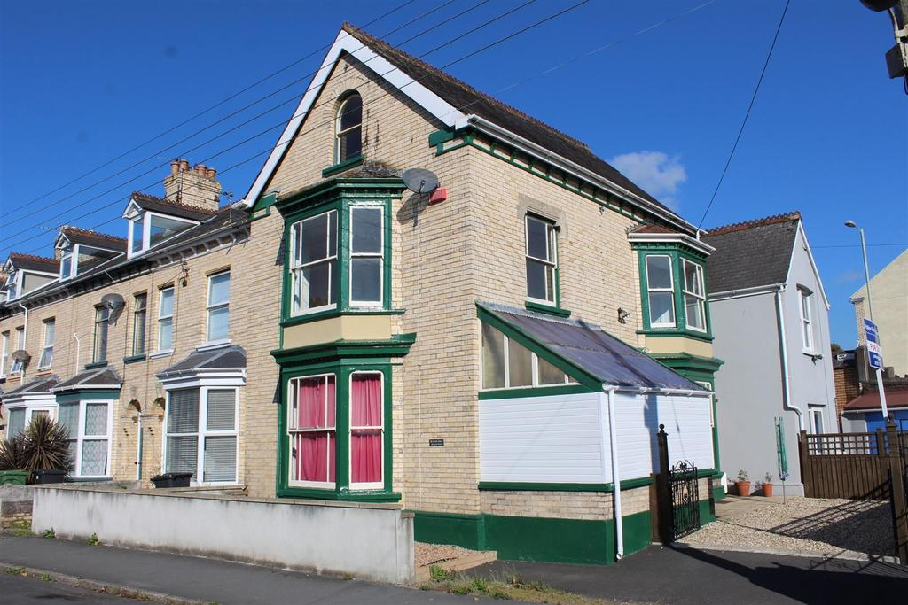 4 Bedrooms Terraced House for sale in Barbican Road