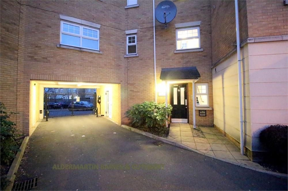2 Bedrooms Flat for sale in Scott Road, Edgware
