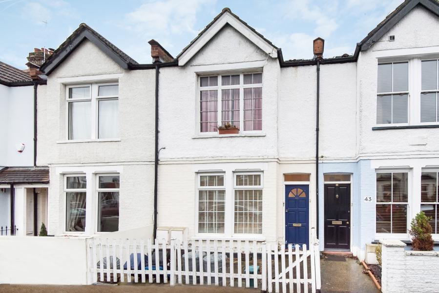 2 Bedrooms Flat for sale in Gould Road, Twickenham, TW2