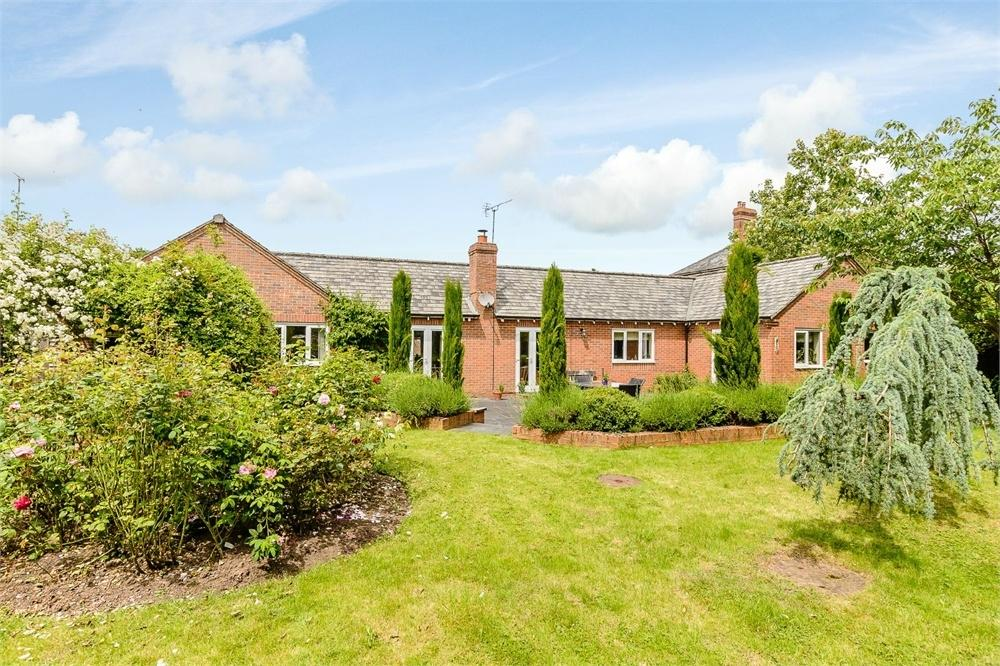 4 Bedrooms Detached Bungalow for sale in Walnut Tree Close, Dilwyn, Hereford