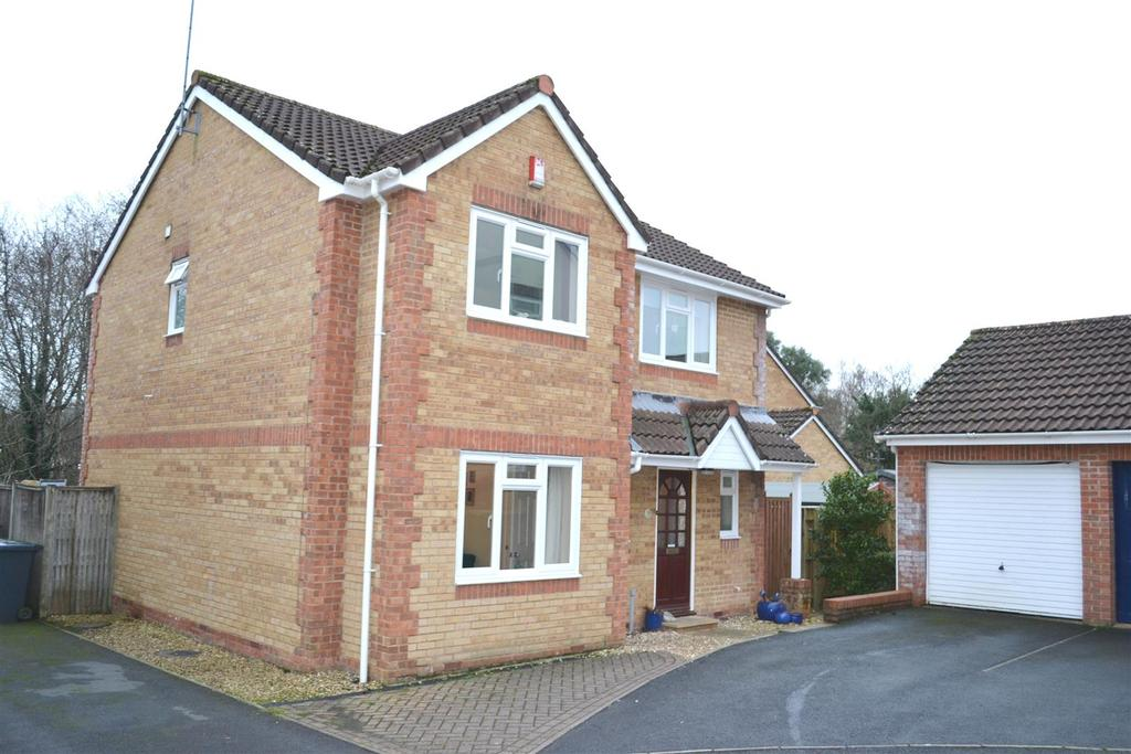 4 Bedrooms Detached House for sale in Rosewood Grove, Roundswell