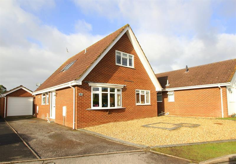 3 Bedrooms Chalet House for sale in Wisteria Drive, Verwood