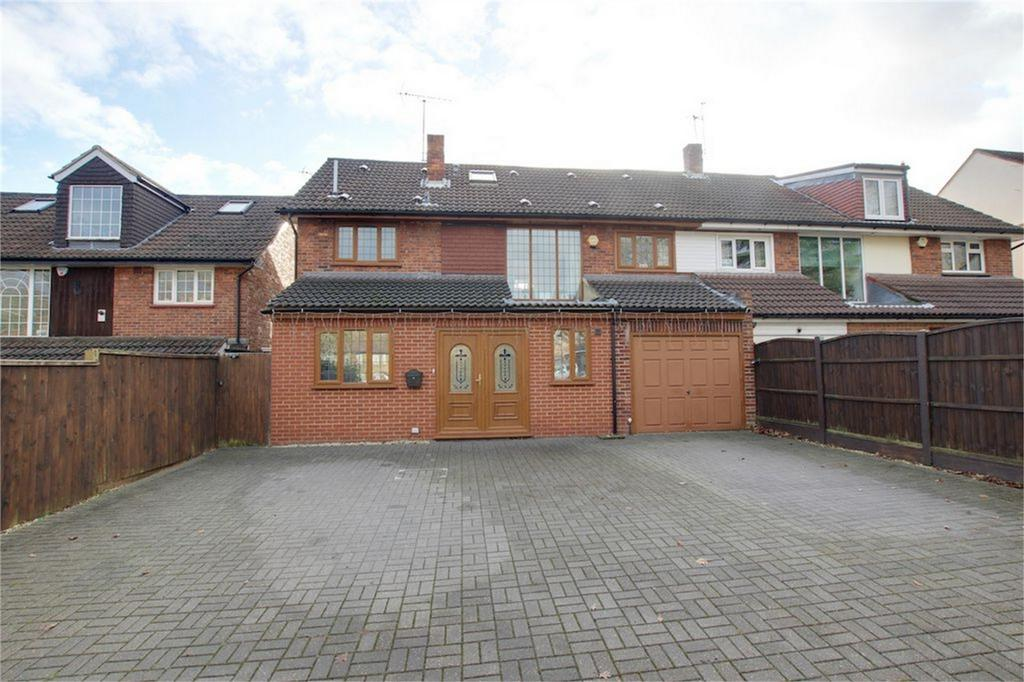 5 Bedrooms Semi Detached House for sale in Wellfields, Loughton, Essex