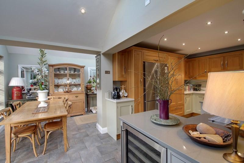 4 Bedrooms Detached House for sale in Ashwells Meadow, Earls Colne, Colchester