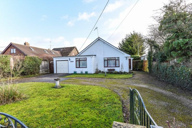 3 Bedrooms Detached Bungalow for sale in Dauntsey Lane, Weyhill, Andover