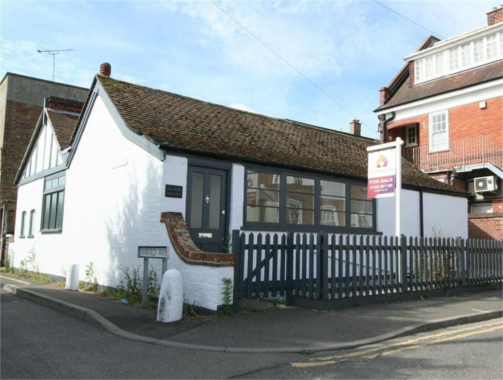 3 Bedrooms Detached Bungalow for sale in Harold Grove, Frinton on Sea, Essex