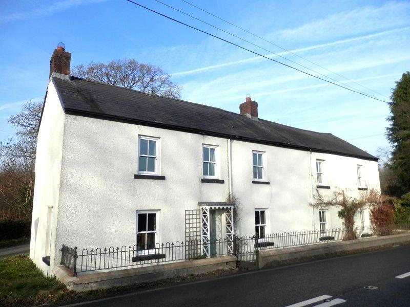 4 Bedrooms Detached House for sale in Llanfair Road, Llandovery, Carmarthenshire.