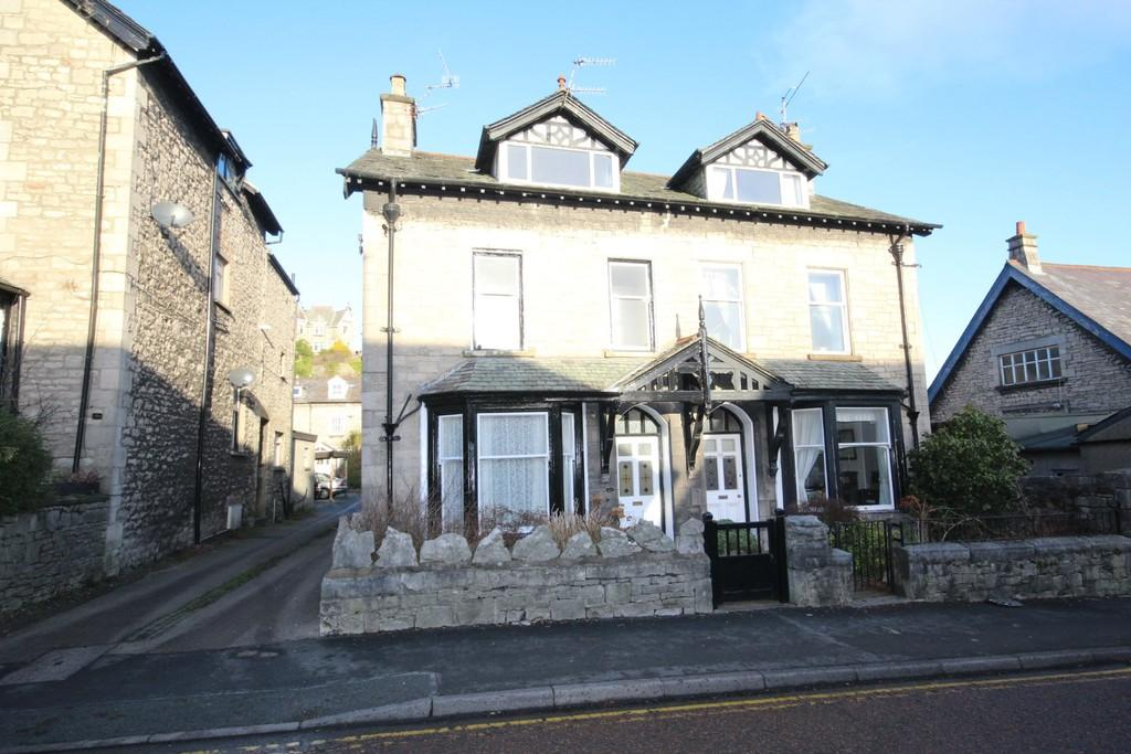 5 Bedrooms Semi Detached House for sale in 28 Gillinggate, Kendal