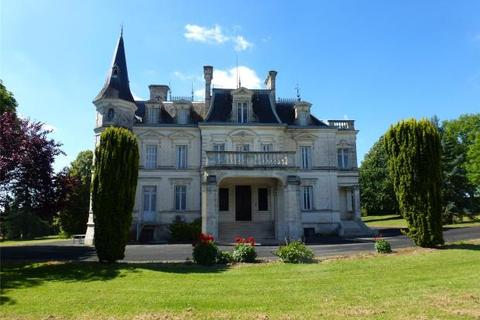 5 bedroom detached house  - 1880'S Chateau Near Golf Course, Angouleme, Charente