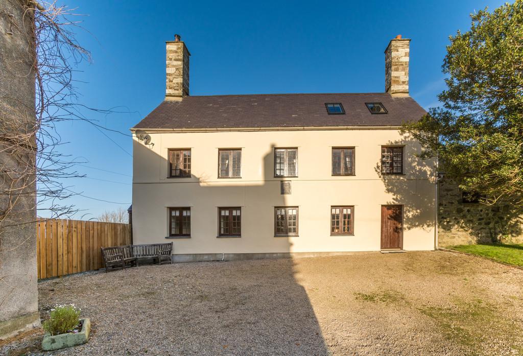3 Bedrooms Detached House for sale in Llandwrog, Caernarfon, North Wales