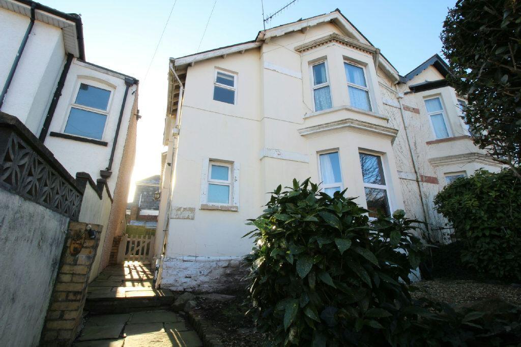 2 Bedrooms Flat for sale in Clyffard Crescent, Newport