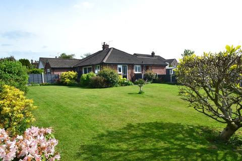 2 bedroom semi-detached bungalow for sale - Yew Tree Avenue, Hazel Grove, Stockport, SK7 6AW