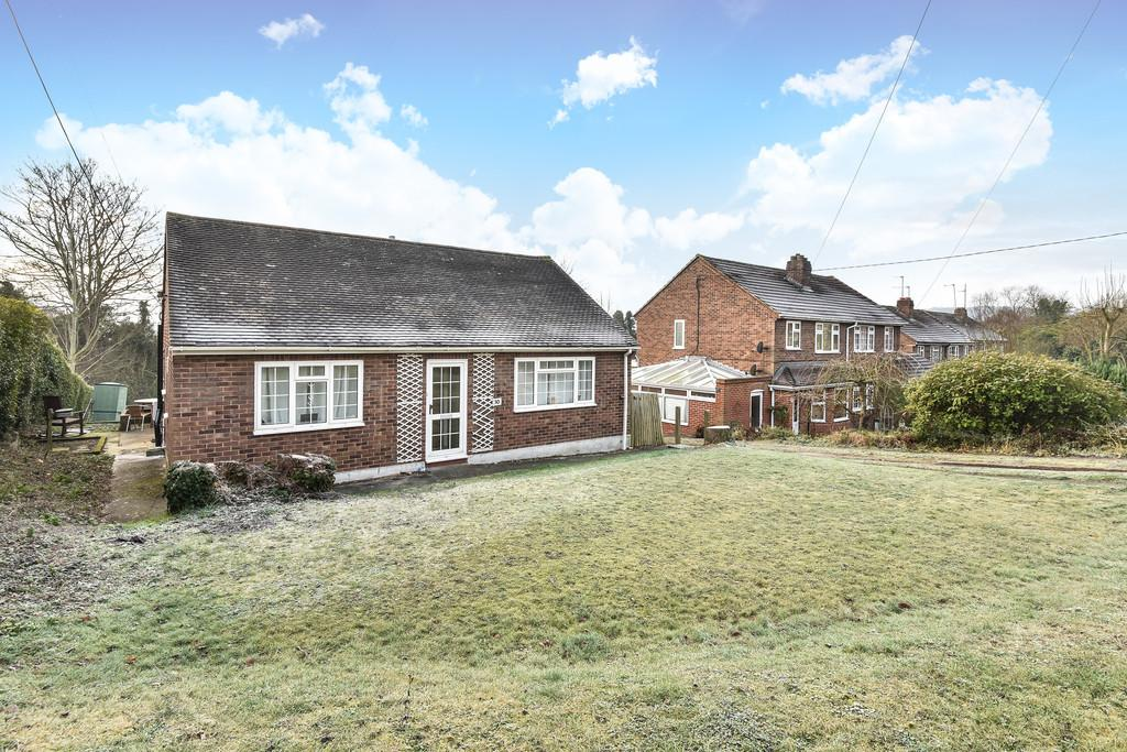 2 Bedrooms Detached Bungalow for sale in Pilgrims Way, Cuxton