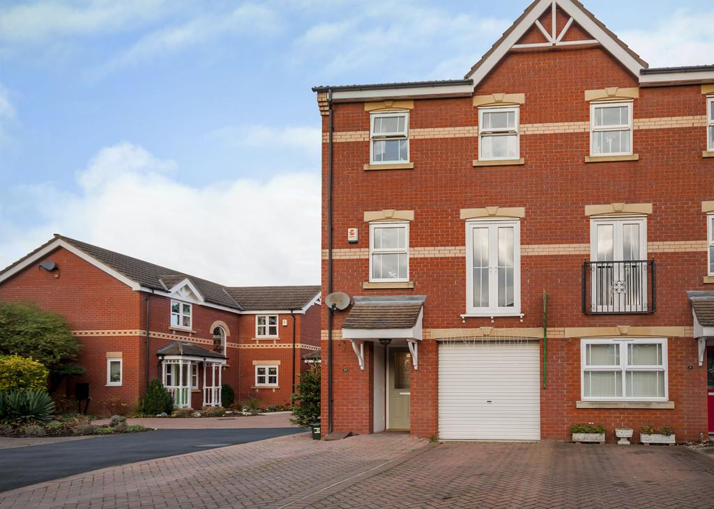 3 Bedrooms Town House for sale in 10 Coniston Drive, Balby, Doncaster, DN4 9GA