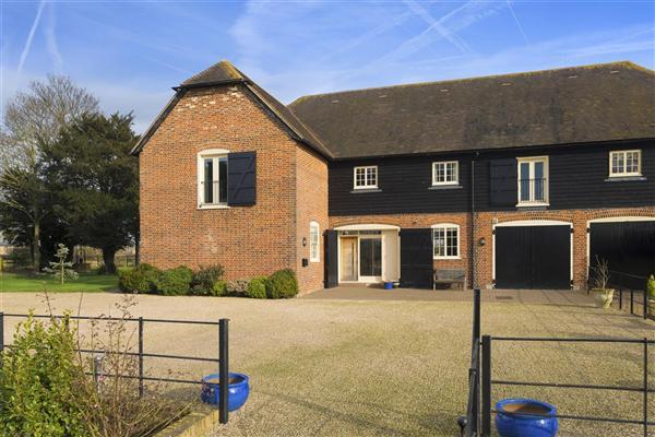 5 Bedrooms Semi Detached House for sale in The North Barn, Westwood Court, Sheldwich