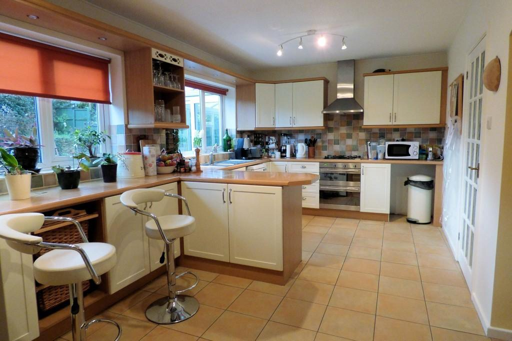 4 Bedrooms Detached House for sale in Scalpcliffe Close, Burton-on-Trent